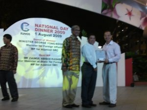 Mr Willie Chng receiving the Award